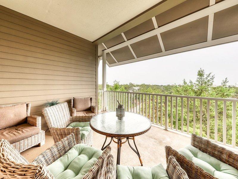 One-of-a-kind coastal condo w/Gulf views, shared pool, and easy beach access, casa vacanza a Blue Mountain Beach