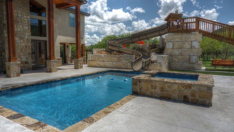Corona del Rio * Frio Premier Rental Homes, vacation rental in Sabinal