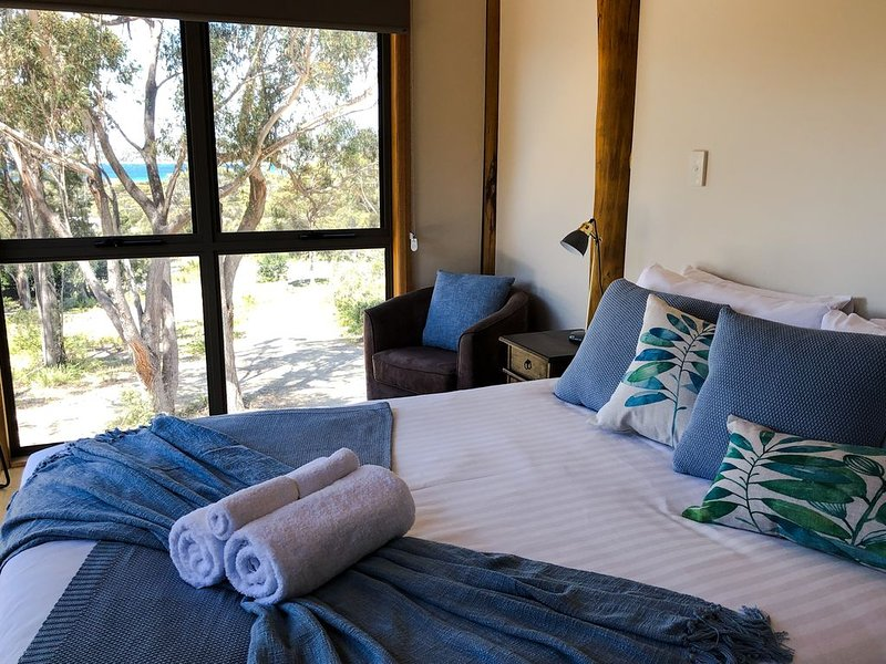 BAY OF FIRES SEACRET  Beach House in private bush acreage, with ocean views, casa vacanza a Ansons Bay