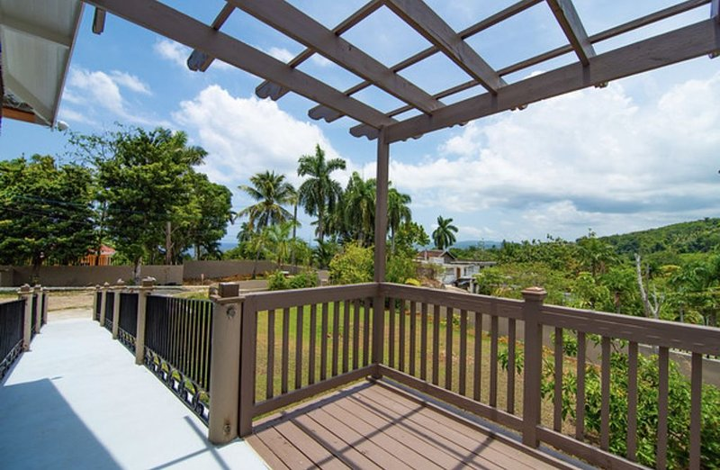 Cozy Villa in Montego Bay with private beach, Ferienwohnung in Hopewell