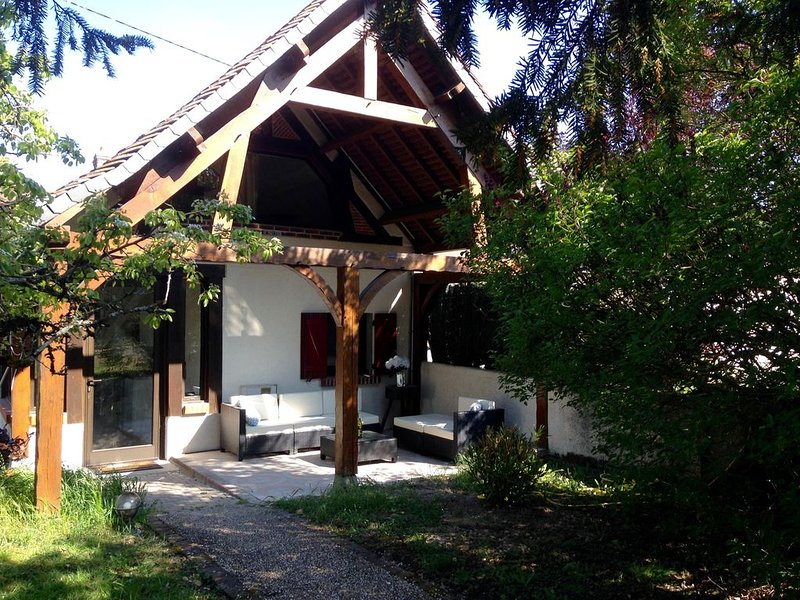 Le petit cottage, appartement cosy avec grande terrasse privative., holiday rental in Saint-Nicolas-des-Motets