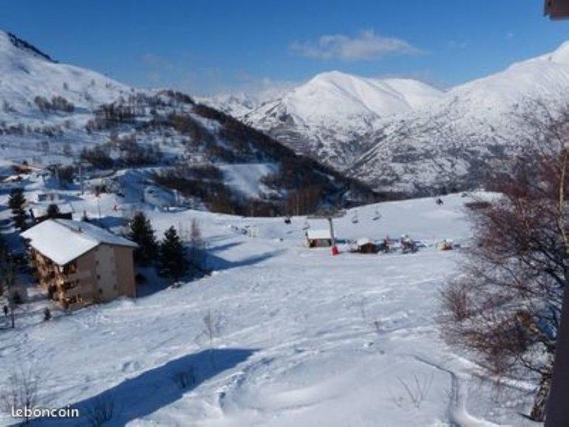 APPART  4/5 PERS LES 2 ALPES 1800m sur piste PETITE AIGUILLE, holiday rental in Mizoen