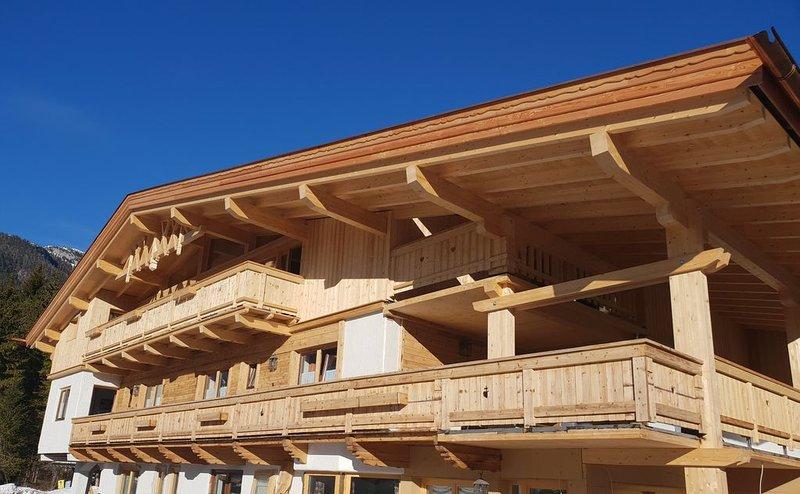 Appartement 5 am Waldrand mit Terrasse inkl. gratis Loipen-und Regionsbusnutzung, holiday rental in Leutasch