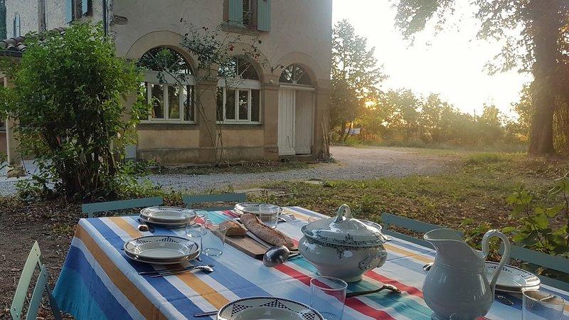Maison de famille avec piscine en pleine nature à Crest, location de vacances à Divajeu