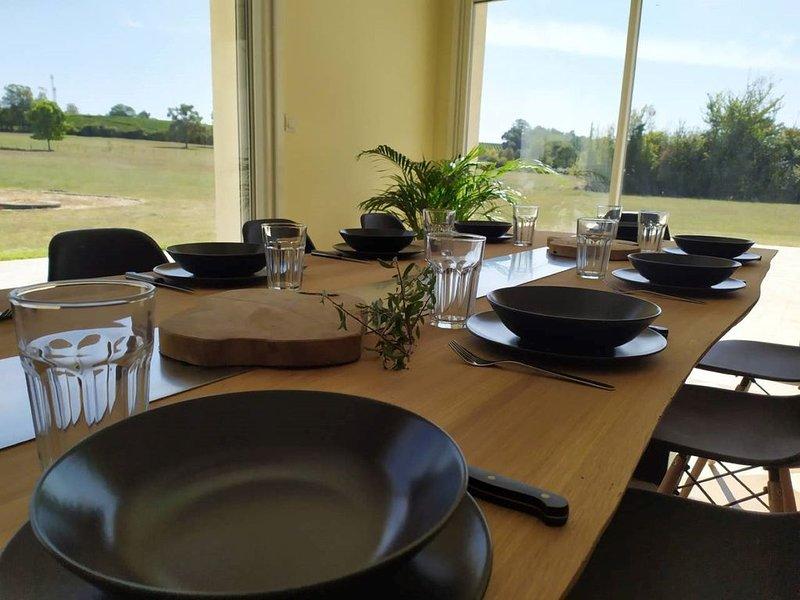 MAISON DE CAMPAGNE AU CALME PROCHE LACS entièrement solaire ., holiday rental in Reignac