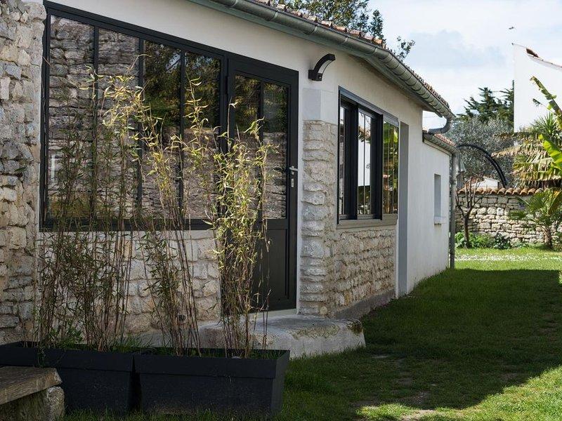 Belle dépendance de charme entièrement rénovée Saint Pierre Centre, location de vacances à Saint-Pierre-d'Oléron