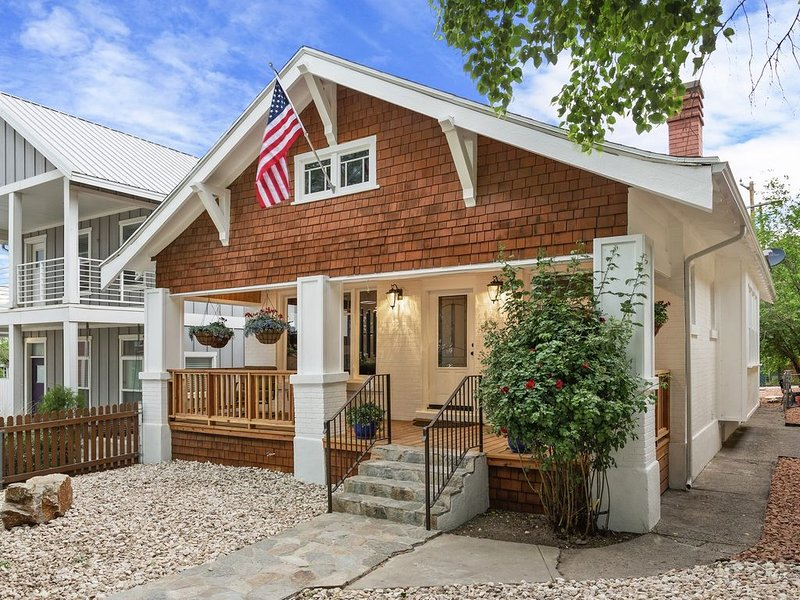 Luxury Downtown Private Home+Best Location+Huge Hot Tub+Patio, BBQ, Fenced Yard, vacation rental in Salt Lake City