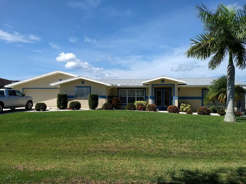 2 Master suites; pet and family friendly!, holiday rental in Port Charlotte