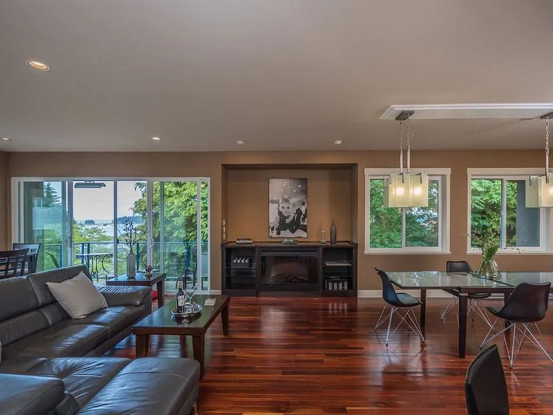 Luxury Downtown Penthouse, vacation rental in Nanaimo