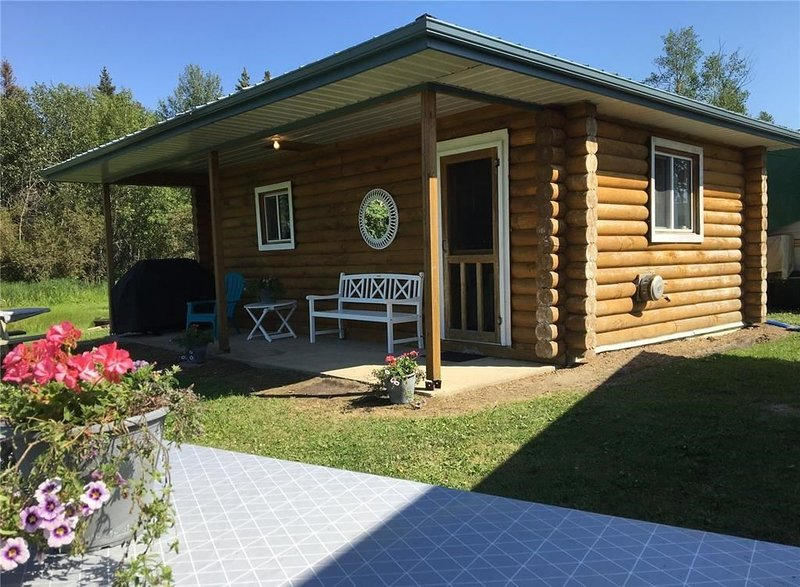 2 Bedroom Cabin at Delaronde Resort - Cabin #2, alquiler de vacaciones en Big River