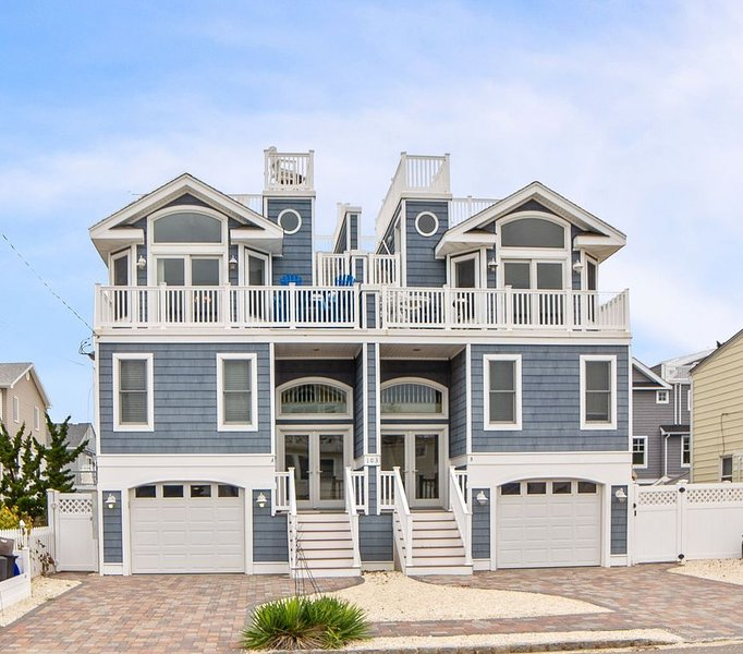 Family Friendly, Ocean Block Townhome - Just steps to the sea!, vacation rental in Beach Haven