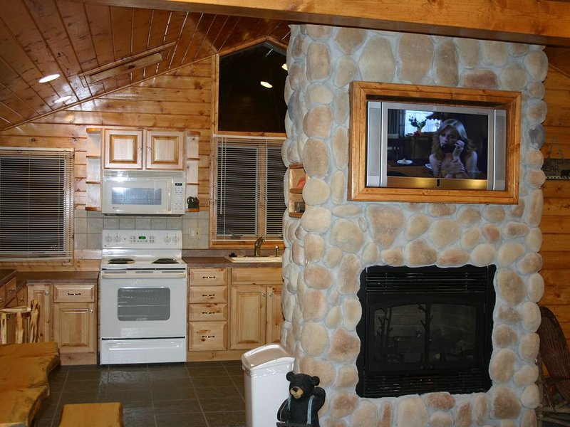 Wisconsin Dells Tall Pines Villa Mirror Lake Home, holiday rental in Merrimac