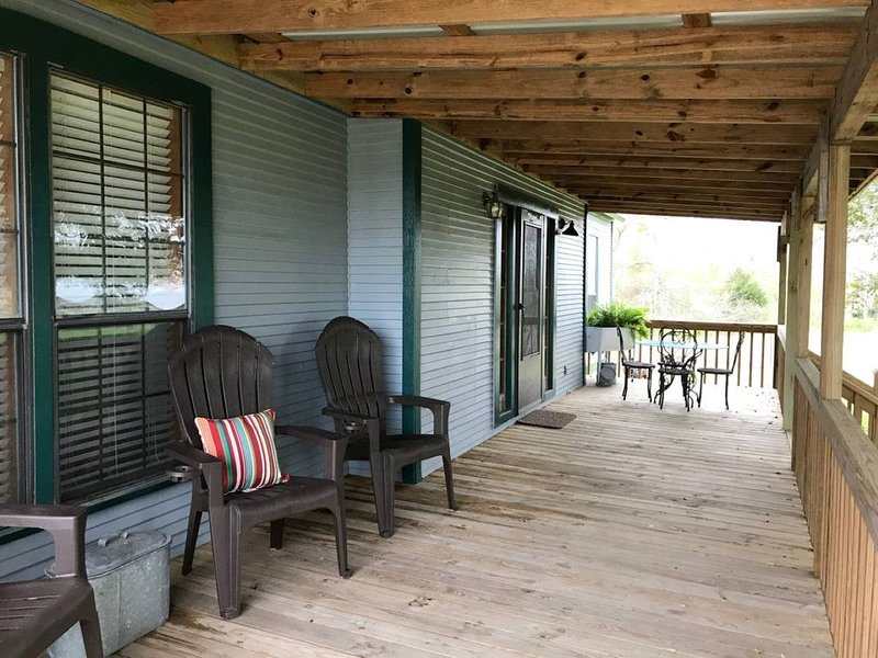 A Relaxing Getaway at Southpaw Acres Cottage near Round Top, vacation rental in La Grange