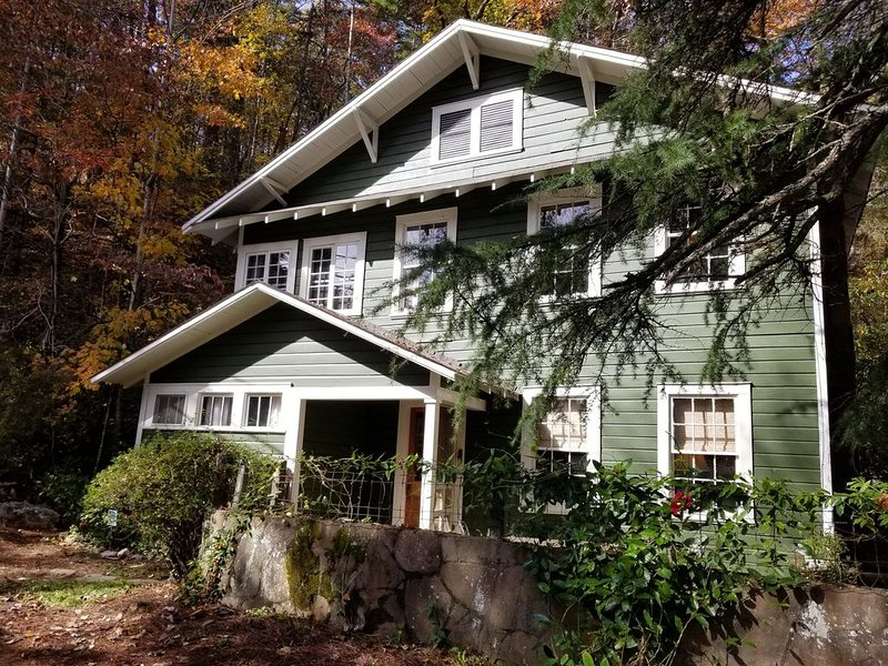 New Listing - The Bend at Lake Rabun-Classic Lakemont Charm, holiday rental in Wiley