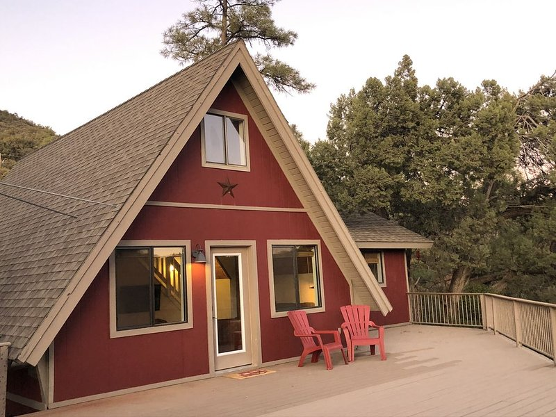 Our Strawberry A-Frame � *strawberryaframe, vacation rental in Pine