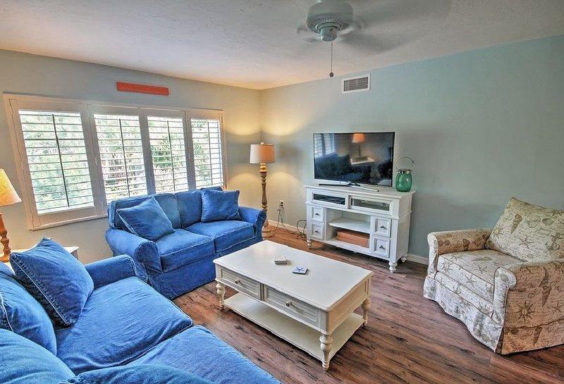 Siesta Key Crescent Beach 2/2 Sleeps 6 Renovated, vacation rental in Gulf Gate Estates