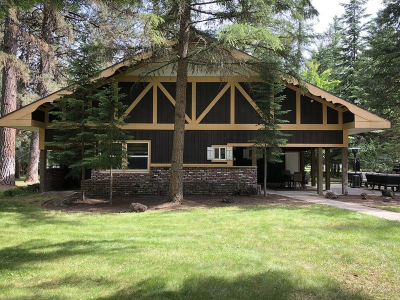 ❤️Camp Gifford's Spokane House❤️ 5 Bed/2 Bath ❤️ The Perfect Retreat Home Rental, holiday rental in Chewelah