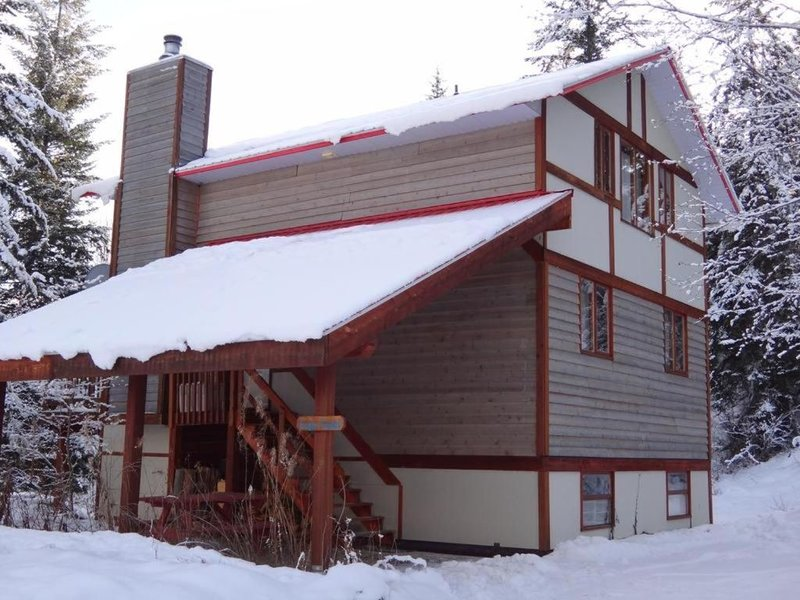 Alpine Meadows Lodge - Chalet, holiday rental in Golden