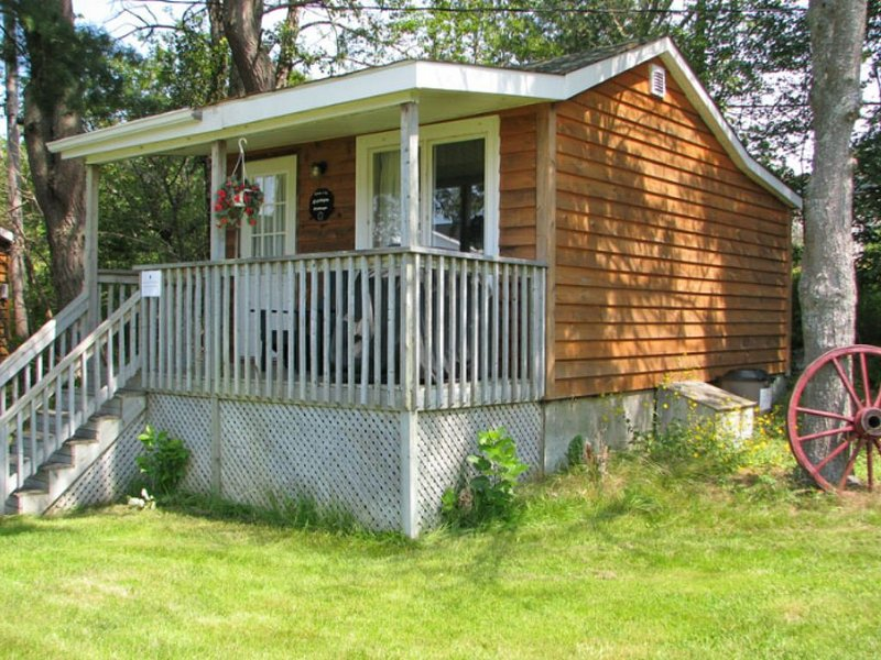 Anchorage House & Cottages - Aspotogan Cottage, holiday rental in Hubbards