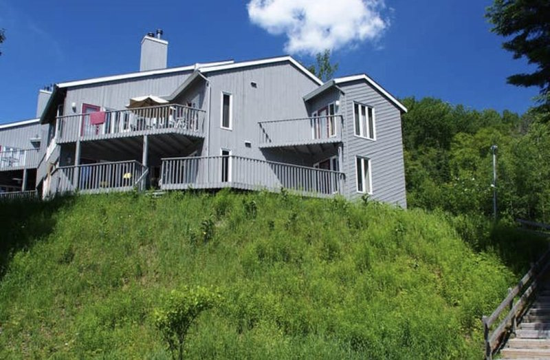 Family, family! Very spacious and in the heart of Tremblant!, alquiler de vacaciones en Mont Tremblant