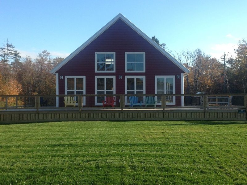 Newly Built Four Bedroom Two Bath Home Within Walking Distance To Thunder Cove B, vacation rental in Ellerslie