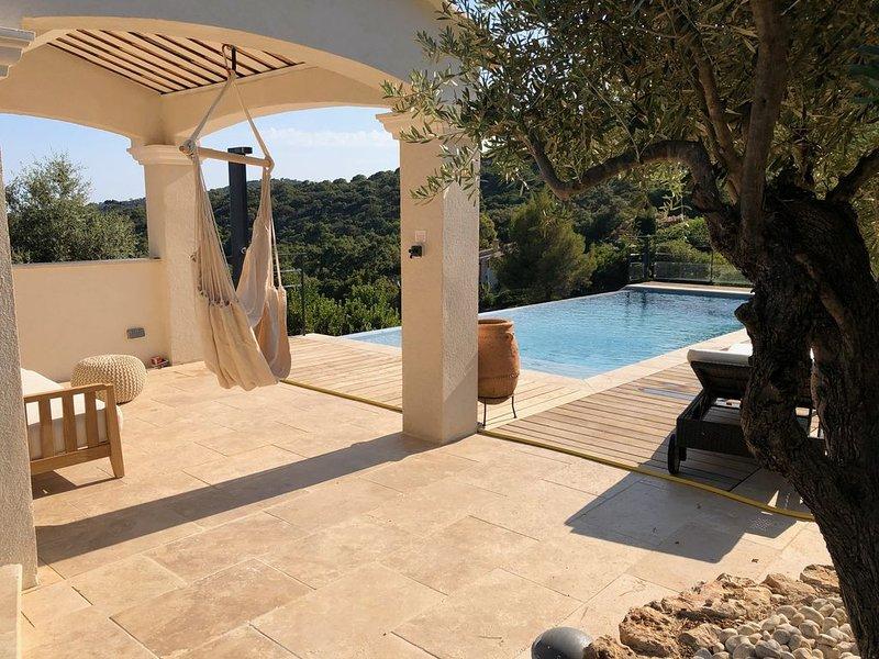 Sfeervolle villa met fijn zeezicht in een rustige groene omgeving, alquiler vacacional en La Croix-Valmer