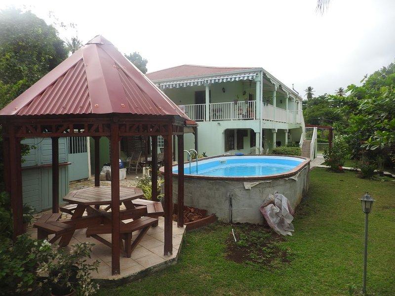 BAS DE VILLA TYPE F4, vacation rental in La Trinite