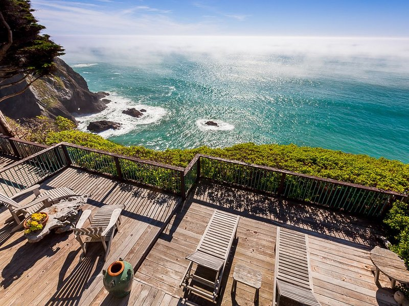 Oceanfront Vacation Home - Spectacular Views; Hot Tub; Wi-Fi., location de vacances à Mendocino County