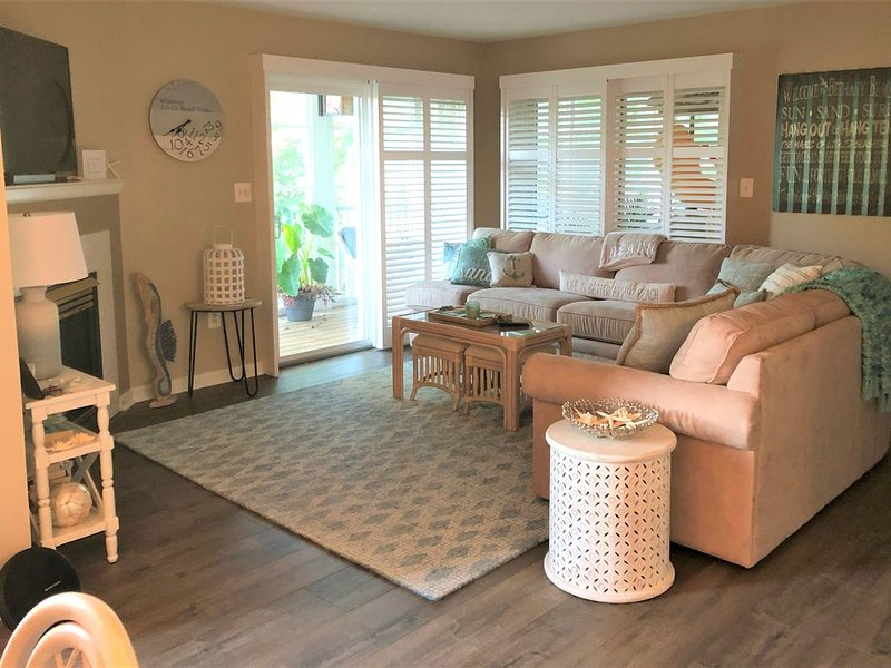 NEW! Completely Renovated, Secluded Lake View Condo in Sea Colony!, holiday rental in Bethany Beach