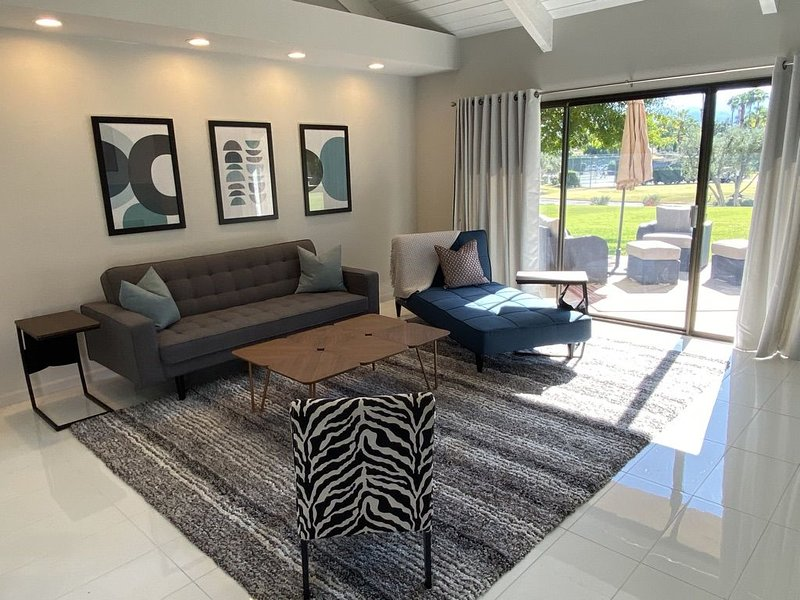 A Greenday Property: 40 - LOVE: Contemporary 2 bed/2 bath, beautiful views!, holiday rental in Rancho Mirage