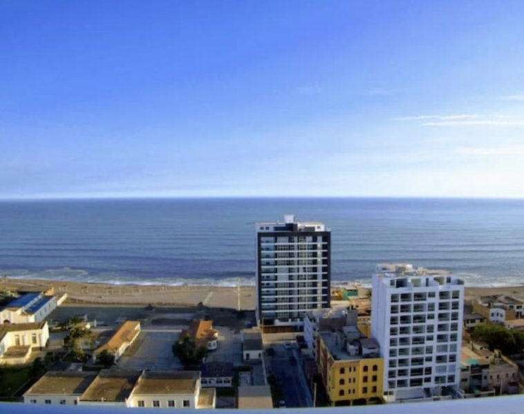 Incredible Oceanfront Terrace Penthouse, holiday rental in Magdalena del Mar