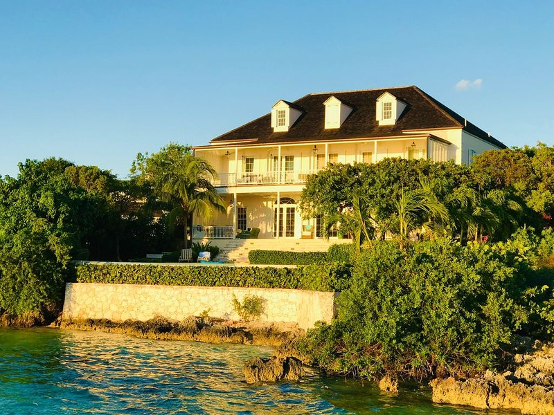 Wind Whistle Harbour Villa- a classic Bahamian 2.5 story veranda-style  house., holiday rental in Dunmore Town