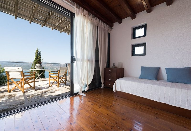 PRIVACY!Ionian Colours Kefalonia-Island spirit for couples and small groups, location de vacances à Atheras