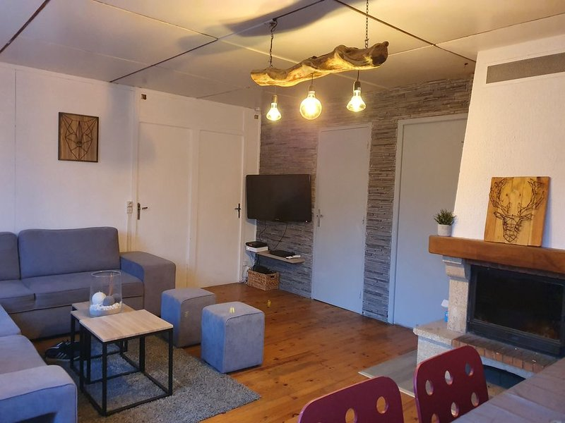 Chalet 8/10 personnes, holiday rental in Valleraugue