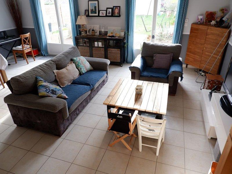 Maison proche Bordeaux et plages avec piscine, climatisation , jardin, holiday rental in Saint-Jean-d'Illac