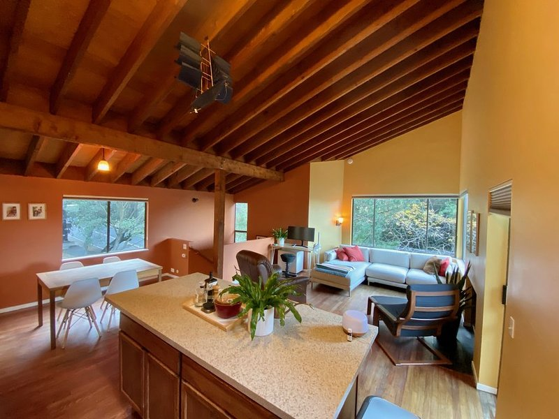 Claremont Home Nestled in the Trees, vacation rental in Canyon