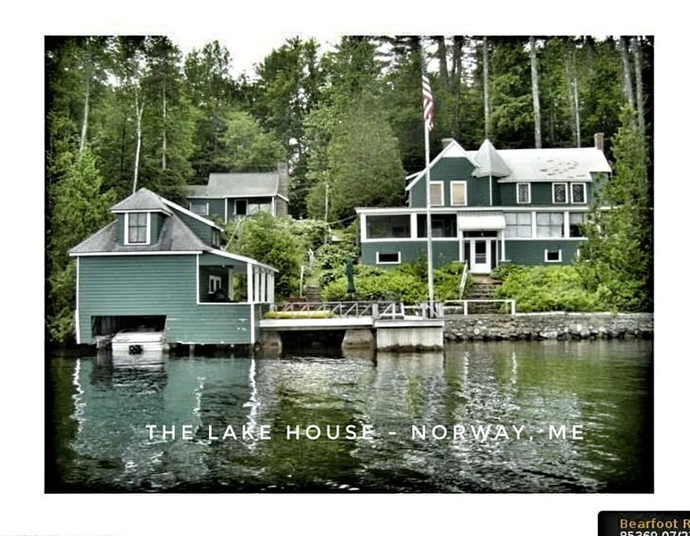 Lake Front 3 Season House with Private Deck, casa vacanza a Stoneham