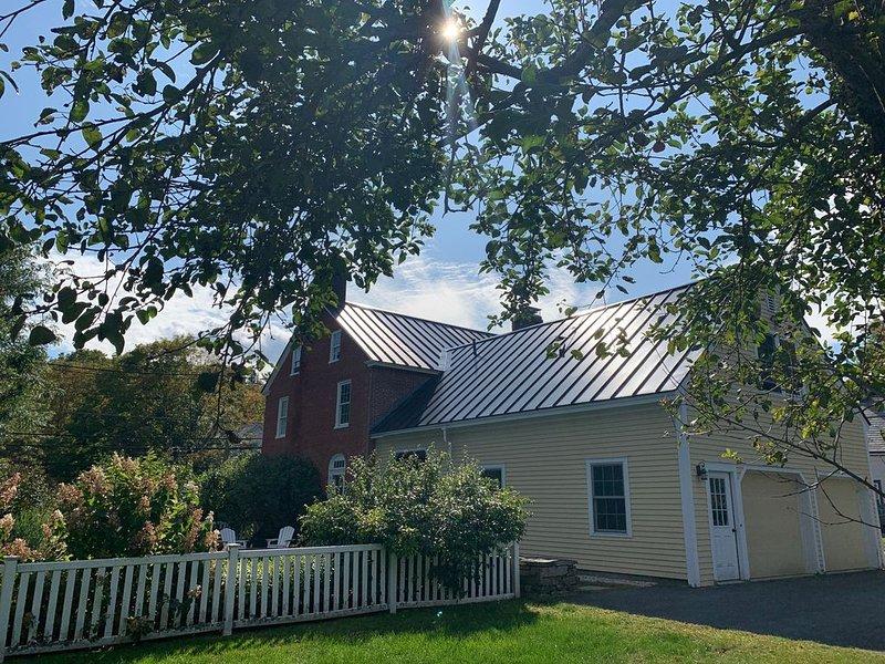 Historic Vermont Village Home & Guest Suite - Hike, Bike, & Relax, location de vacances à Grafton