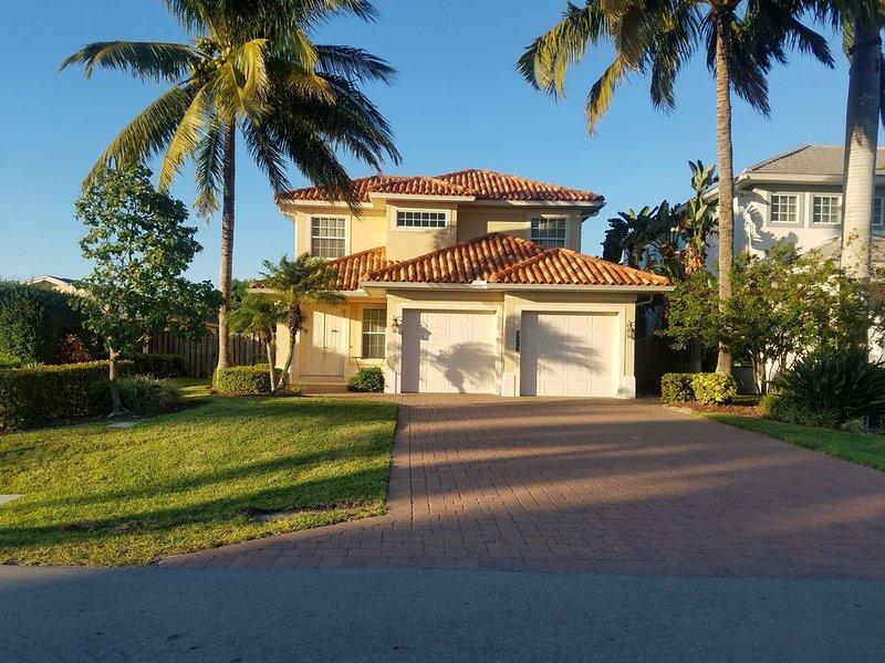 5BR Beach Home. A few blocks to Vanderbilt Beach, holiday rental in Naples Park