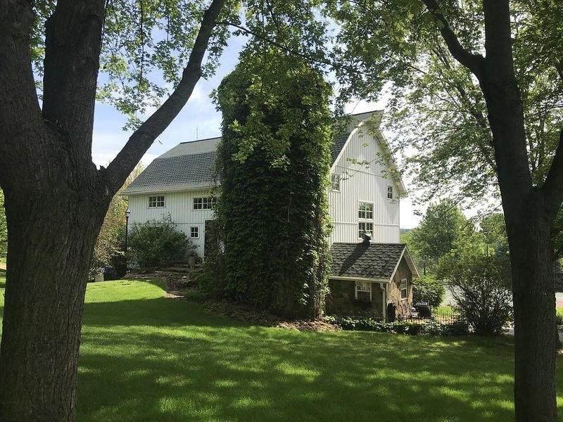 Beautiful White Barn, holiday rental in Merrimac