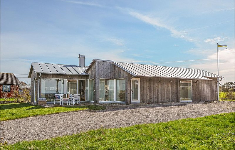 4 Zimmer Unterkunft in Borgholm, holiday rental in Lottorp