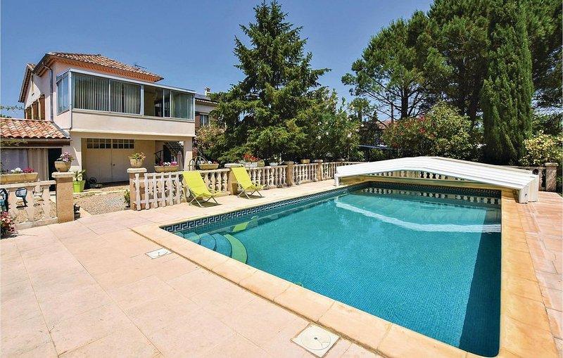 4 Zimmer Unterkunft in Caumont sur Durance, holiday rental in Caumont-sur-Durance