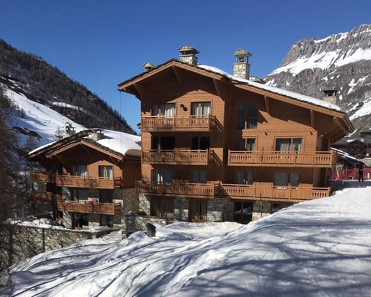 Appartement gd standing ds chalet 8 pers ski  in/out vaste terrasse, location de vacances à Val d'Isère