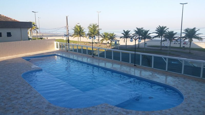 Apartamento frente ao mar com Piscina, aluguéis de temporada em Praia Grande
