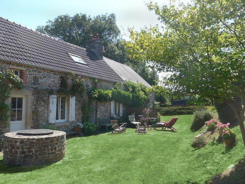 Villa Calo  normannisches Steinhaus mit großem Garten, wenige Minuten vom Strand, casa vacanza a Saint-Sauveur-le-Vicomte