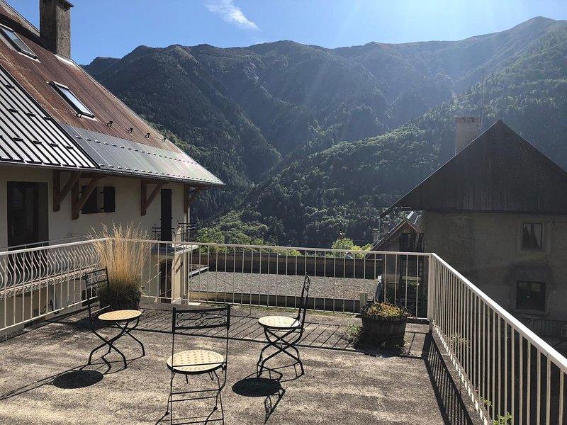 Appartement avec Terrasse à 5 minutes des Sybelles, location de vacances à Saint-Etienne-de-Cuines