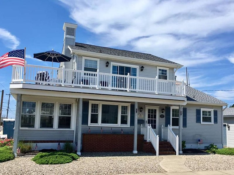 Leg-A-Sea Beach Home with Ocean View, holiday rental in Stone Harbor