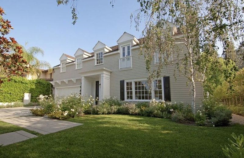 Gorgeous Toluca Lake Gated Estate in Perfect Location, vacation rental in Burbank