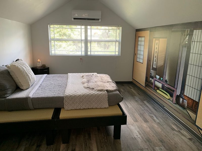 Gorgeous  Zen Escape Apartment - Walk to Rose Bowl, Tennis Court, Market, vacation rental in Altadena