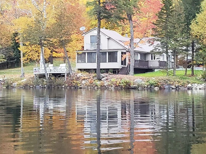 Wonderful Waterfront Vacation Home, holiday rental in Dexter